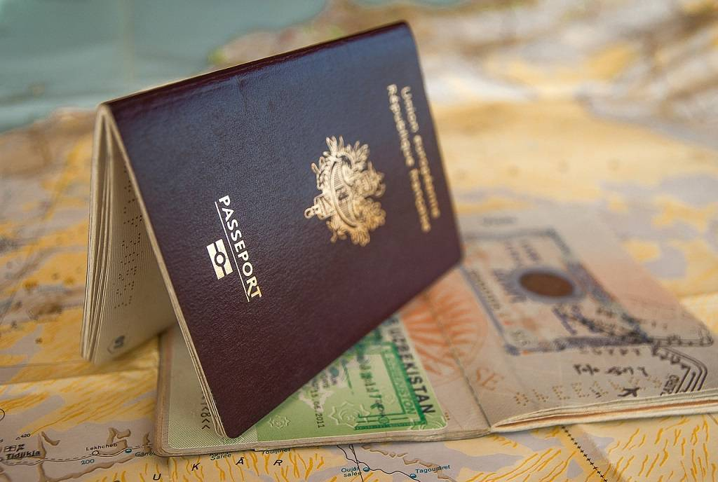 Obtain-a-work-permit-with-a-Canadian-tou