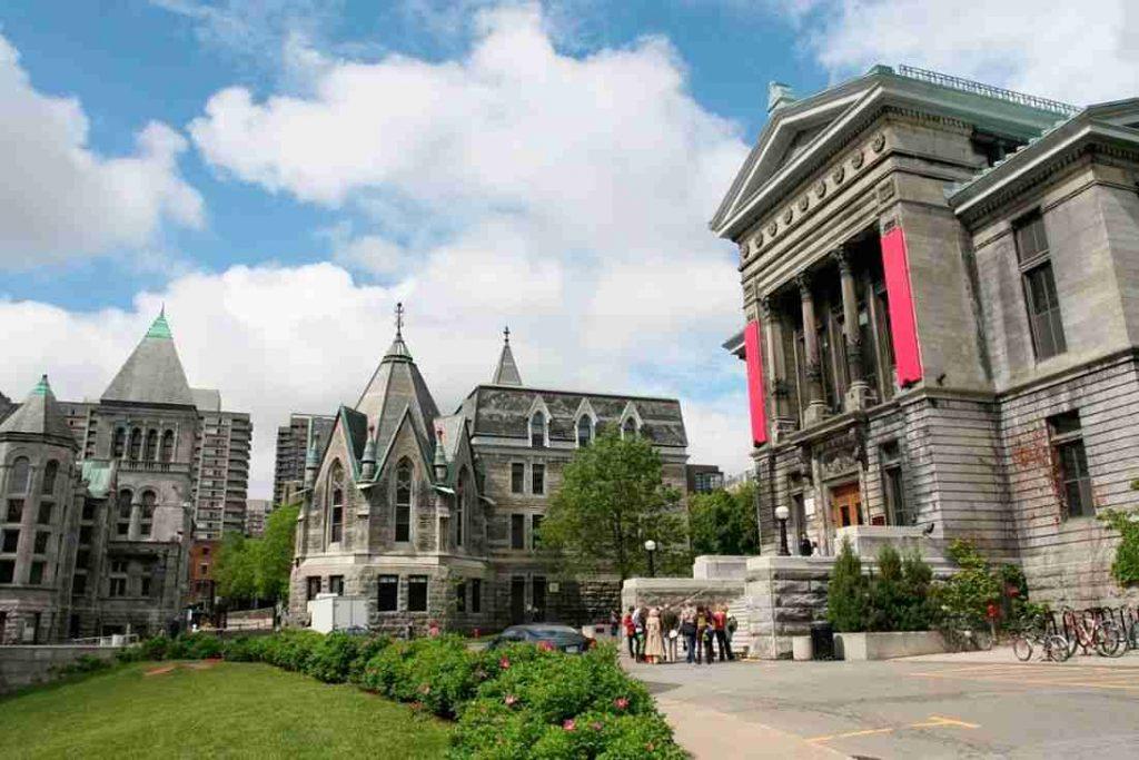 رشته های دکترای دانشگاه کویینز کانادا