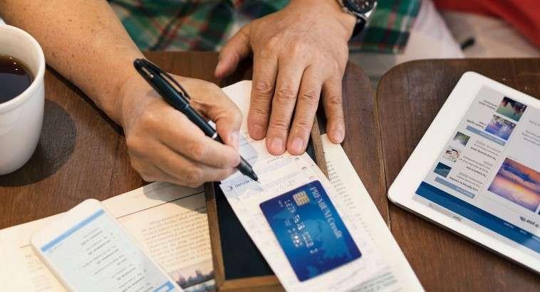 مدارک لازم جهت افتتاح حساب بانکی در کانادا