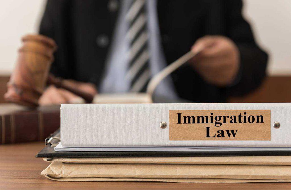 مزایای داشتن وکیل مهاجرتی